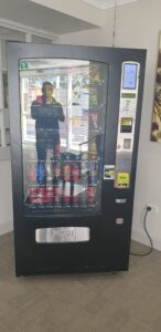 5 AVS Combo 900 Vending Machine – Sited